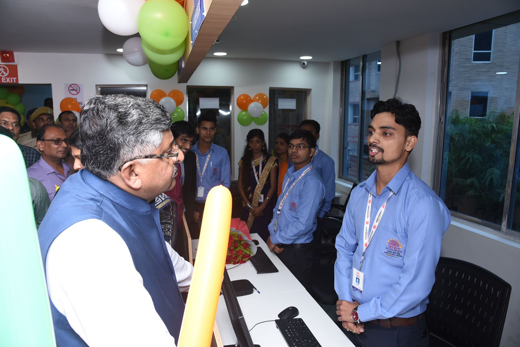 Union Minister of Electronics Information Technology interacts with employees of Aadhaar SevaKendra,Patna