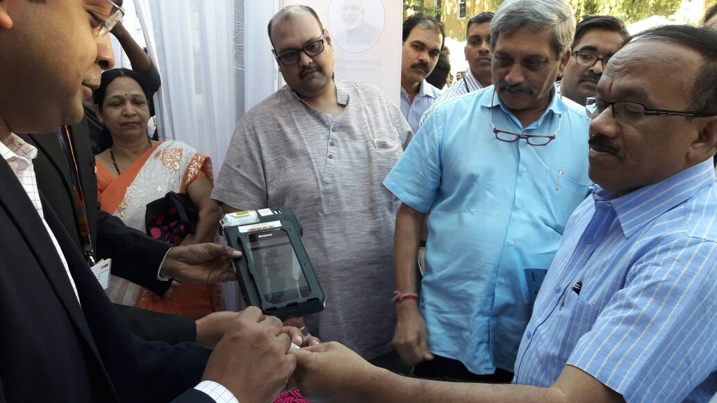 Defence Minister Shri Manohar Parrikar and CM of Goa Shri Laxmikant Pars...